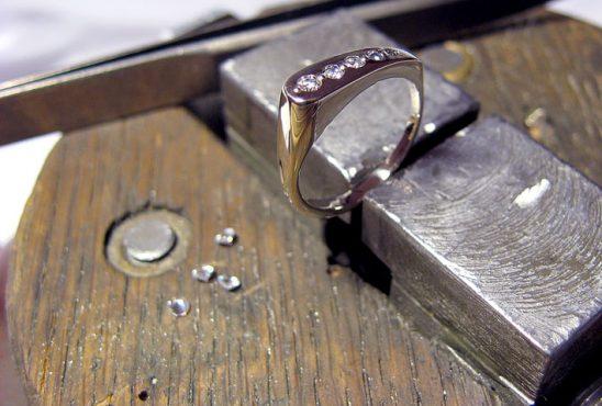 Ремонт бижутерии замена камня